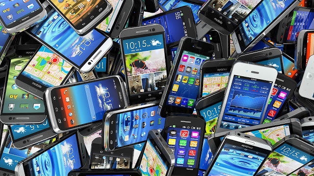 mobile-smartphones-pile-ss
